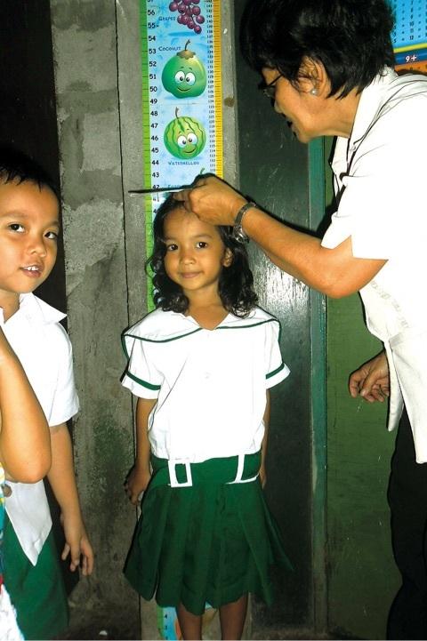 フィリピン パヤタス地区の子供達(身体検査)