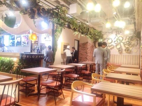 パブロ姫路店完成 カフェスペース