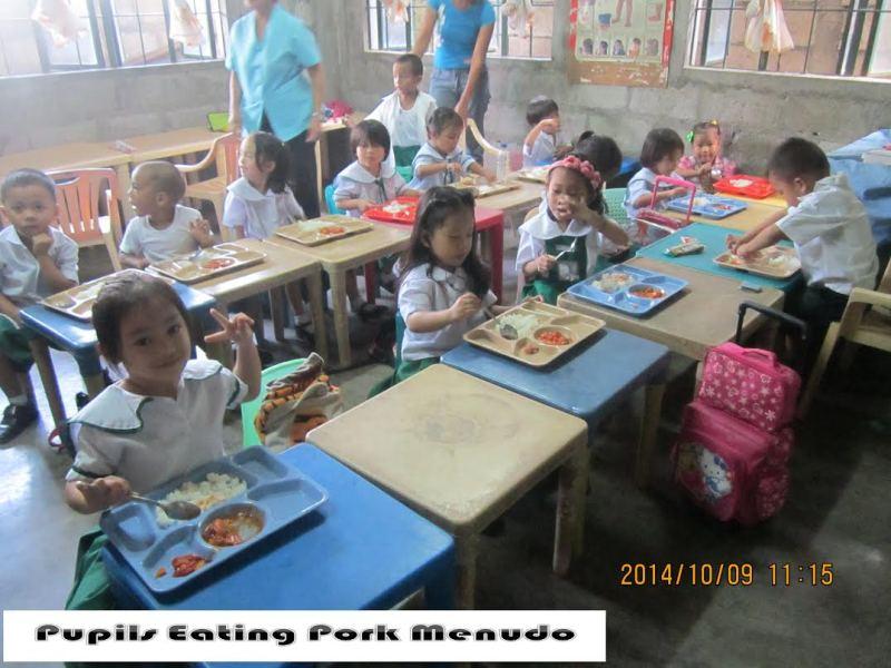 フィリピン パヤタス地区の子供達と改善された給食